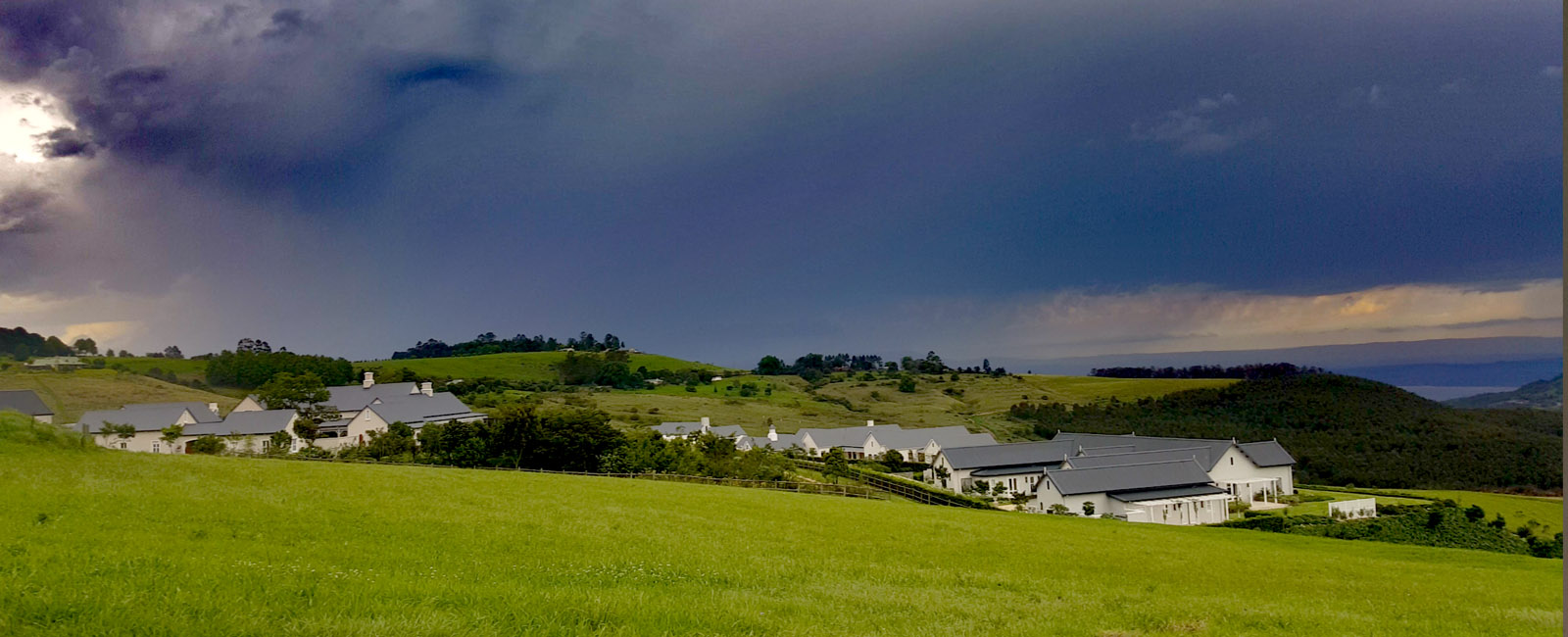 water-dam-beautiful-views-mountains-classy-stylish-premium-tennis-golf-garlington-estate-kzn-midlands-housing-countryside-country-farm-secure-hills