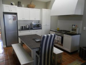 garlington-estate-luxury-sales-rentals-apartments-perfect-family-apartment-available-rent-kitchen-bench
